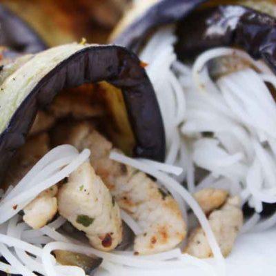 Baklažānu rullīši pildīti ar vistu un rīsu nūdelēm