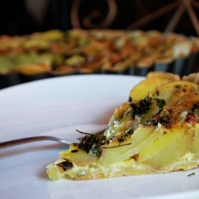 Kartupeļu un zilā siera tarte